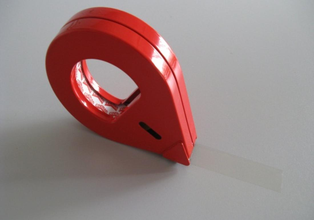 Metal, closed manual unwinder for tape